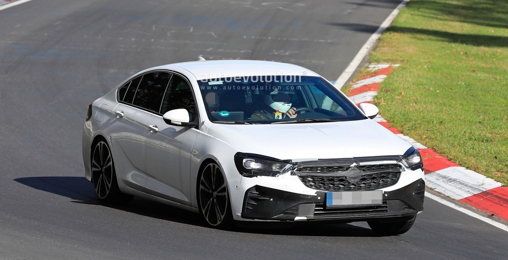 2020 Opel Insignia Spied at the Nurburgring, Looks a Bit Sportier Ahead of Debut