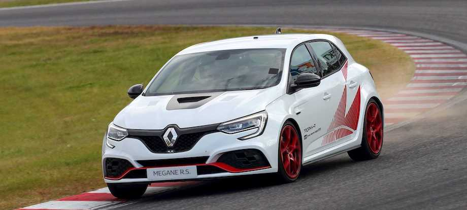 Renault Megane R.S. Trophy-R Sets Another FWD Lap Record