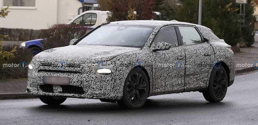 New Citroen C5 Spied With Unconventional Shape